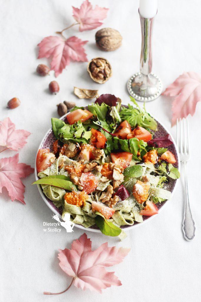 makaron-z-pomidorowym-pesto-i-orzechami-dietetyk-w-stolicy